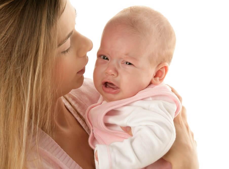 Как понять, что у ребенка болит горло? — Первые признаки и способы их лечения