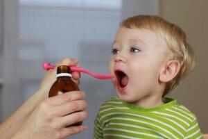 Антибактериальные препараты от кашля для детей назначаются в том случае, если кашель был вызван бактериальной инфекцией