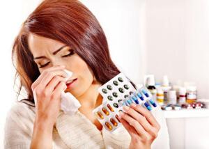 Медикаментозное лечение зависит от общих симптомов и причины возникновения простуды
