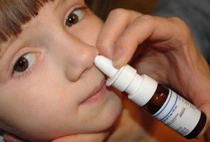 Комбинированные спреи от насморка для детей и спреи с антибиотиком