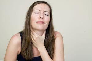 Запущенные заболевания гортани могут вызвать серьезные осложнения, поэтому лечить их нудно вовремя