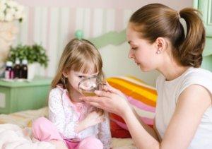 Для того чтобы лечение кашля было более эффективным нужно совмещать медикаментозные и народные средства
