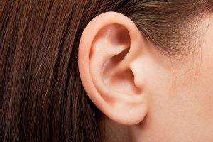 Промывание ушей – это эффективный метод удаления серной пробке