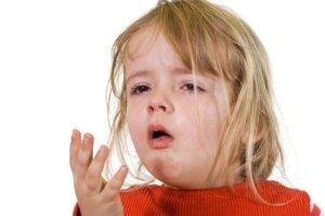 Чтобы лечить лающий кашель у ребенка, лучше использовать лекарства в виде сиропов
