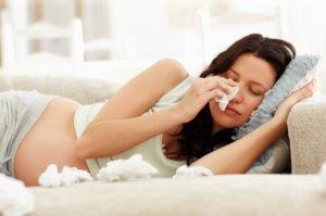 Лечение простуды у беременных должно проходить под контролем врача!