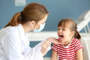 Нельзя игнорировать ларингит у ребенка, так как он может привести к серьезным и опасным осложнениям