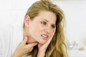"""""""Красное горло"""" может быть симптомом целого ряда заболевания"""