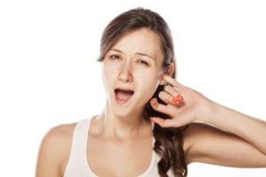Шелушение кожи внутри уха – признак наличия инфекции