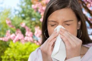 Чтобы вылечить аллергический насморк нужно выявить и устранить аллерген