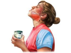 Процедуру полоскания горла нужно выполнять правильно!