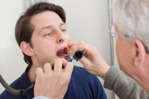 Тонзиллектомия – операция по удалению небных миндалин