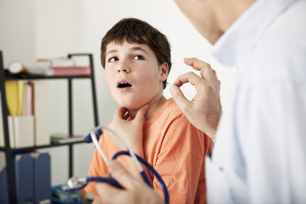 Мокрота в горле у ребенка: почему и что делать?