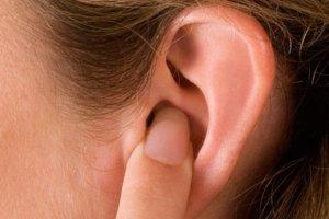 Зуд и выделения – признаки кандидоза уха