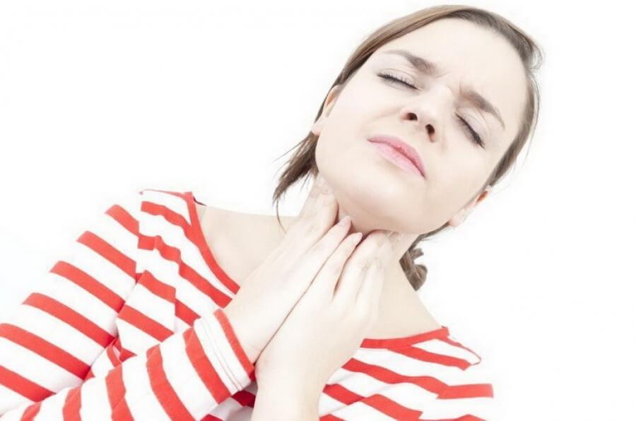 Воспалилась миндалина с одной стороны: причины и лечение