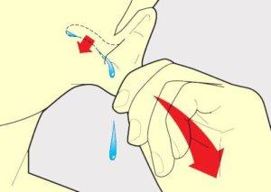 Избавляемся от воды в ухе правильно!