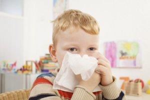 Заложенность носа могут спровоцировать разные причины