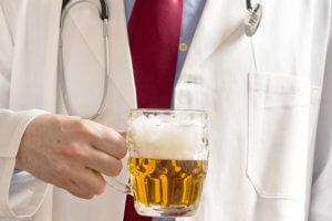 Теплое пиво считается эффективным средством для лечения сухого и влажного кашля