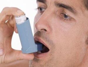 Аллергический кашель может спровоцировать развитие бронхиальной астмы