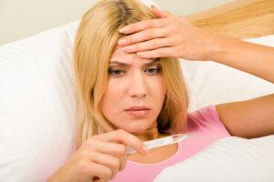 Слизь в носоглотке сопровождается тревожными симптомами – нужен врач!