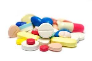 Лекарства назначаются в зависимости от причины и дополнительной симптоматики