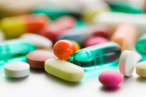 Лечение направлено на устранение инфекции, которая спровоцировала заболевание
