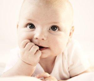 Насморк у малыша может быть как физиологический, так и патологический!