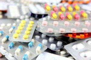 Медикаментозная терапия направлена на устранение причины, которая вызвала кашель