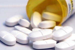 Антибиотики принимаются в том случае, если боль в горле была вызвана бактериальной инфекцией