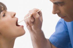 Диагностировать патологию может ЛОР-врач после осмотра