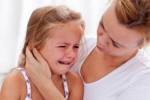 Запущенный экссудативный отит может привести к потере слуха у ребенка