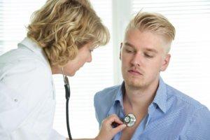 Кашель, жесткое дыхание, слабость и температура – симптомы бронхита
