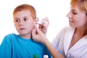 Медикаментозные препараты можно использовать только после выяснения причины боли в ухе