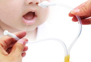 Чистим носик ребенку назальным аспиратором – быстро и эффективно!