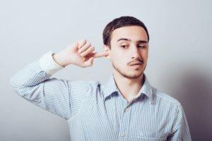 Серная пробка - это скопление ушной серы и частичек эпидермиса в слуховом проходе