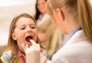 Заболевание могут вызвать бактерии, вирусы и аллергены