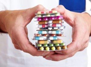 Медикаментозная терапия зависит от вида и причины постоянного кашля