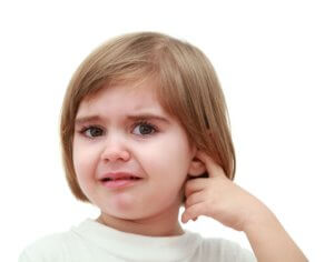 При гнойном отите наблюдается воспаление и образование гноя в полости уха