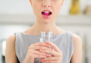 При неэффективности пенициллинов их заменяют на макролиды