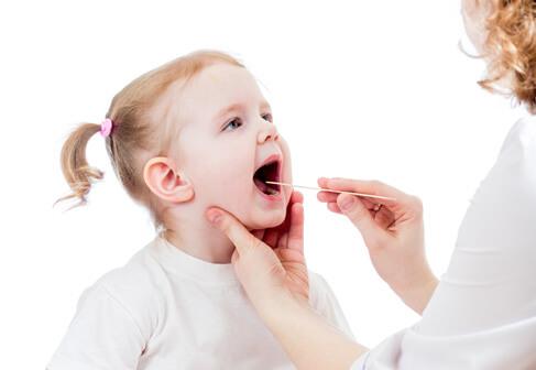 Грибковая ангина у детей: медикаментозное и народное лечение