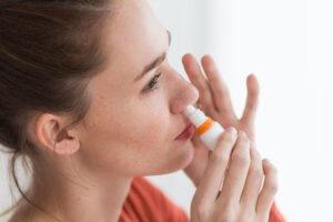 Одновременное применение сосудосуживающих и противовирусных капель может стать причиной сухости слизистой носа