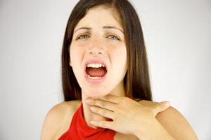 Запущенный недуг может стать причиной паратонзиллярного абсцесса