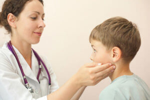Воспаление околоушной железы вызывает вирусная инфекция