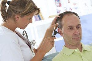 Лечение может быть медикаментозным и хирургическим, оно зависит от формы и стадии болезни