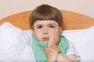 Паротит опасен своими осложнениями, особенно для мальчиков