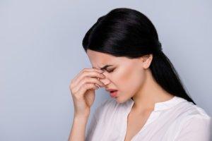 Боль внутри носа может быть вызвана разными причинами и факторами