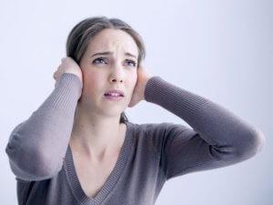 Звон долго не проходит или периодически повторяется? – Нужен врач!