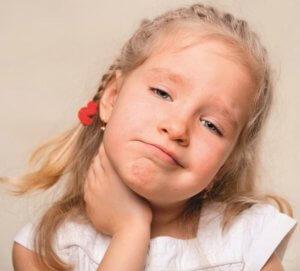 Боль в горле, увеличение лимфоузлов и температура – признаки болезни