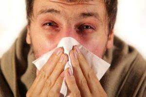 Кривая перегородка носа может стать причиной хронического насморка
