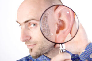 Снижение слуха может быть вызвано разными причинами и факторами