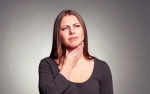 Першение в горле может быть признаком развития инфекционно-воспалительного заболевания дыхательных путей